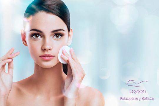 Mejora el aspecto de tu piel con este tratamiento facial hidratante exprés ¡Incluye desmaquillado, masaje, sérum y más!