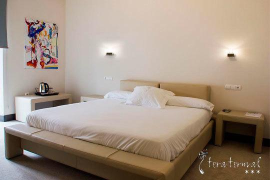 ¡Paz y descanso en el Hotel Teratermal! 1 o 2 noches en Soria con masaje y circuito spa