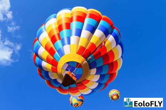 ¡Una escapada inolvidable! Noche de hotel + vuelo en globo + almuerzo + cava + vídeo de la experiencia
