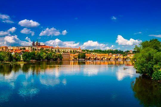 ¡Escápate a la capital de la República Checa en el puente foral! Circuito por Praga con desayunos y visitas y opción a Todo Incluido