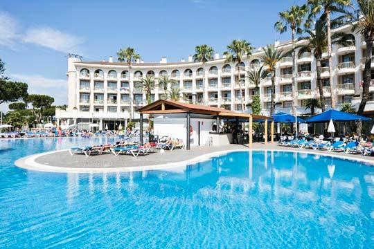 En el puente de mayo escápate a la playa de Cambrils y disfruta con la estancia de 3 noches en el hotel 4*