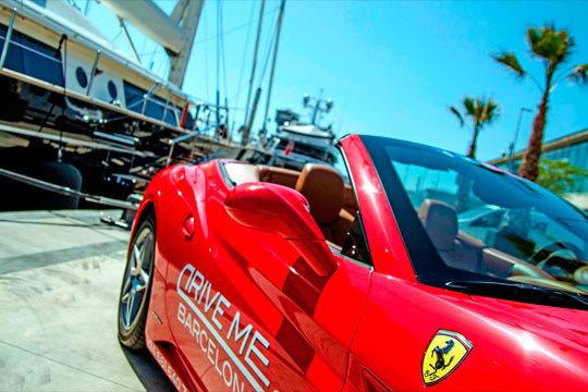 ¡Vive la experiencia de conducir un coche deportivo en la Barceloneta! Avistarás los luagres más emblemáticos de la ciudad a bordo de un Ferrari California
