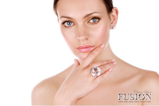 Presume de una piel lisa y libre de manchas y arrugas con 1 o 3 sesiones de microdermoabrasión facial con punta de diamante en el Centro Laser Fusión Vitoria ¡Notarás los resultados!