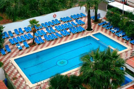 Disfruta del Mediterráneo en Semana Santa: 3 noches en el hotel Rosa Naútica de 3 estrellas ¡Con pensión completa!