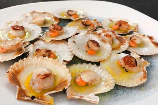 Menú degustación con marisco, txipis y solomillo (Playa La Salvaje)