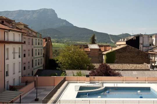¡Viaje al Pirineo Oscense! Entrada el 5 de diciembre en el Hotel Eurostars Reina Felicia and Spa con desayuno y entrada a Lacuniacha o Termas Tiberio