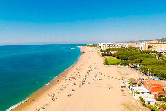 ¡Agosto en Pineda del Mar! 7 noches de estancia en un coqueto hotel cerca de la playa