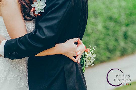 ¡En el día de vuestra boda radiantes! Pack de novio y novia en Naiara Elejalde con limpieza facial, masaje, manicura...