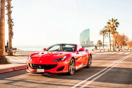 Disfruta de la experiencia inigualable de conducir un Ferrari por la zona de la Barceloneta ¡La mejor introducción al mundo de los coches deportivos!