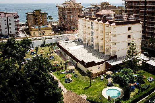 ¡Estas vacaciones no salgas de la península! Planazo para 2 adultos y 1 niño en Fuengirola en el hotel Monarque Cendrillón