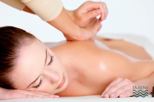 ¡Desestrésate y energiza tu piel con un peeling corporal en Iasone! Con exfoliante del Himalaya y aceite de kuki y avellana