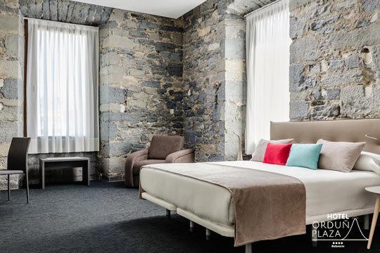 ¡Relájate en el fabuloso Hotel Orduña Plaza! Elige entre 1 o 2 noches de alojamiento con circuito termal de una hora y opción a cena, masaje o ambos