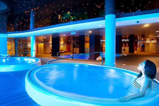 Disfruta de una tranquila Semana Santa en Calpe para 4 personas en el Hotel Ar Diamante Beach ¡Para 4 personas!