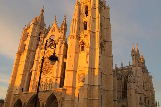 Visita León y se testigo de toda su arquitectura por 3 o 4 noches + desayuno incluido