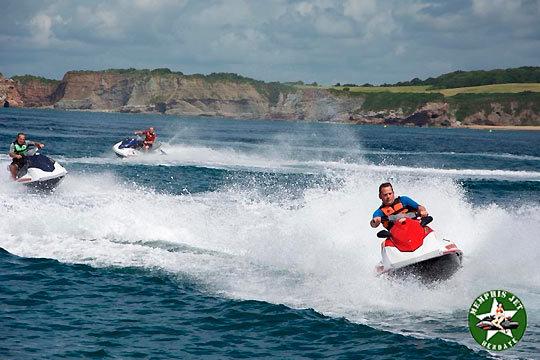 Disfruta del mar con una hora de ruta de moto de agua por la Bahía de Hendaya ¡Para dos personas!