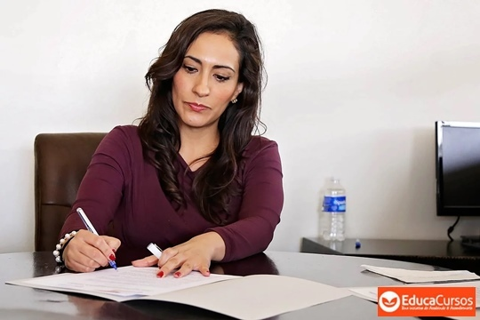 En este curso se exponen las técnicas administrativas básicas de oficina que permitirán al alumno realizar e integrar operaciones de apoyo administrativo.