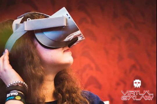 Disfruta probando la realidad virtual en Virtual Galaxy ¡Un plan diferente para disfrutar con los amigos!