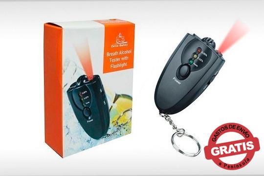 ¡Seguridad al volante! Con este práctico llavero alcoholímetro de bolsillo con linterna Led podrás saber al momento si sobrepasas el límite permitido de alcohol en sangre