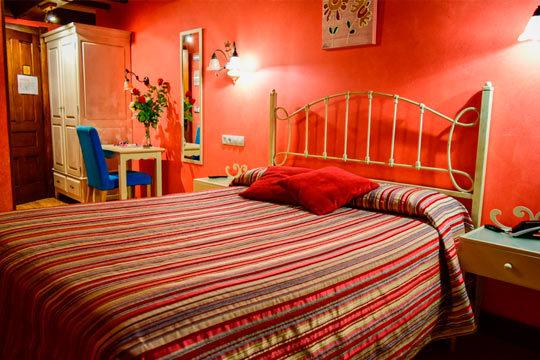 Deja atrás la rutina y el agobio de la ciudad y disfruta de tu pareja en el Hotel Casona La Hondonada ¡1 o 2 noches en habitación con bañera de hidromasaje, desayuno buffet y spa privado!