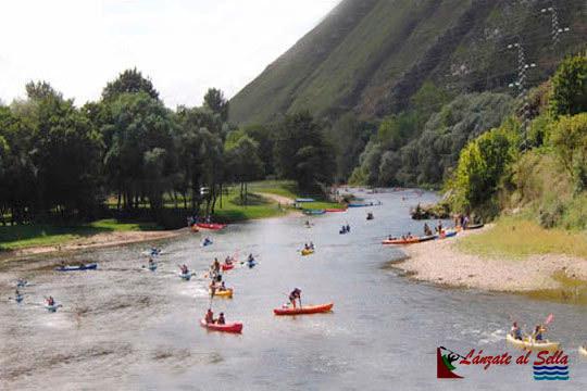 Vive la aventura de hacer el descenso del Sella en canoa con la opción de completar la actividad con un picnic ¡Aprovecha los fines de semana del mes de octubre!