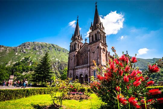 ¡Si todavía no conoces Asturias, ahora es el momento! Aprovecha el puente de mayo con una estancia de 2 o 3 noches en el Hotel Palacio de los Vallados