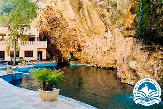 Escapada de lujo al fantástico Hotel Balneario de la Virgen: 1 o 2 noches con régimen de media pensión y entrada al lago natural termal ¡Elige entre habitación estándar o superior!