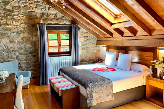 ¡Escápate a La Magdalena, en Cantabria! 1 o 2 noches en una coqueta suite con desayuno y opción a jacuzzi en la habitación para una escapada muy romántica