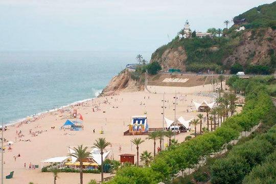 Disfruta de unas vacaciones inolvidables en la playa de Calella con 7 noches en el hotel Mont Rosa ¡En pensión completa!