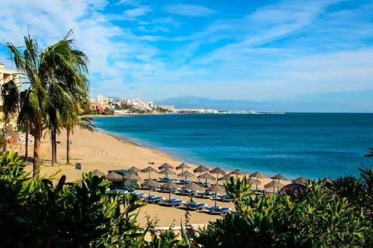 Disfruta de 7 noches en Benalmádena, la ribera del Mediterráneo, para cuatro personas en Apartamentos San Carlos ¡En julio!