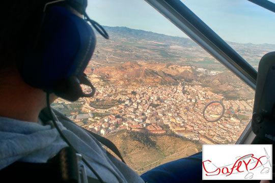 ¡Cumple tu sueño de volar en las alturas! La Escuela de Vuelo Saflyx te presenta su curso intensivo de ultraligero con clases teóricas y vuelos formativos