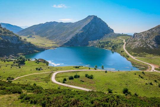 ¡Descubre la magia de Asturias! 1, 2, 3 o 4 noches con desayunos en el fabuloso Gran Hotel Rural Cela para que desconectes de la rutina