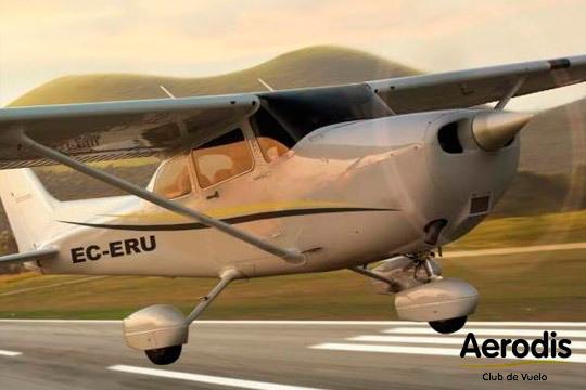 Experiencia única y romántica con el vuelo en avioneta para parejas de la mano de Aerodis ¡Os dejará sin palabras!