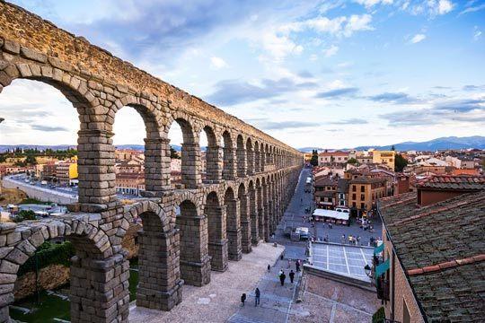 ¡Desconecta de la rutina en Segovia! Aprovecha el puente de diciembre y relájate con 3 noches en el coqueto hotel Puerta de Segovia con desayunos incluidos