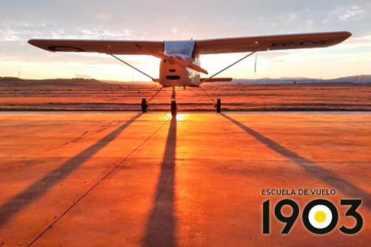 ¡Adrenalina por los cuatro costados con el vuelo de 20 o 35 minutos en ultraligero! La Escuela de Vuelo 1903 te propone una experiencia única sobrevolando mar y montaña