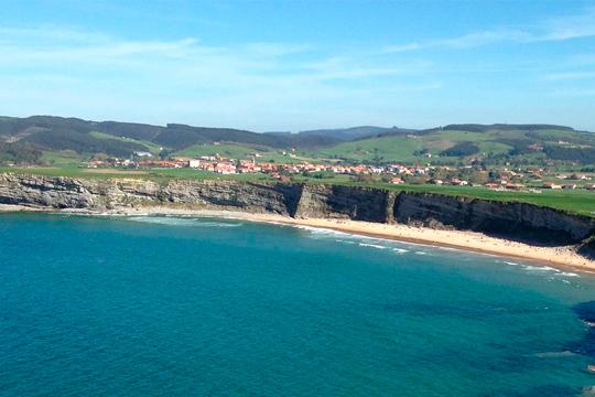 Disfruta de la belleza de Cantabria en el Hotel Bermon Playa con entrada a Cabárceno ¡Días en familia!