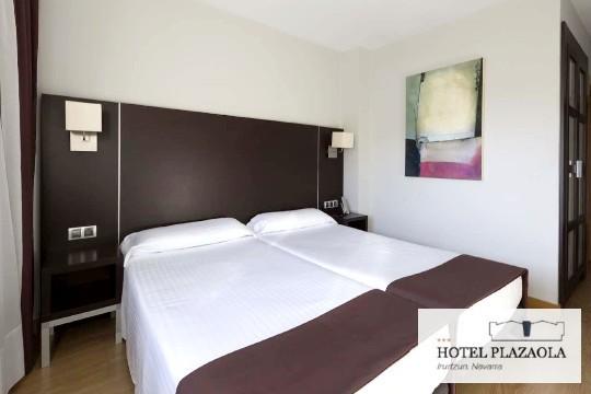Descansa a los pies de la Sierra de Aralar, en un entorno cargado de naturaleza y tranquilidad. Aprovecha 1, 2 ó 3 noches en el Hotel Plazaola con cena y copa de Cava incluido ¡Todo el año!