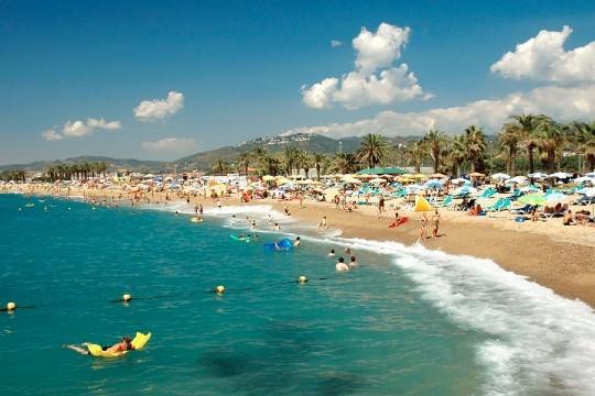Disfruta del verano con una maravillosa estancia en la Costa del Maresme, incluye 7 noches en régimen de media pensión en el Hotel Top Summer Sun¡1 niño gratis!