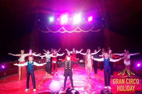 Disfruta con toda la magia del Gran Circo Holiday en su nuevo espectáculo ¡Clownes de oro en el festival de circo mundial de Montecarlo!
