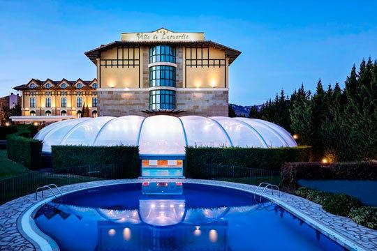 ¡Disfruta de una escapada al lujoso Sercotel Villa de Laguardia de 4 estrellas! Noche en habitación doble con desayuno, circuito hidrotermal!