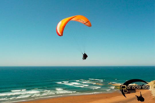 Disfruta de Cádiz desde el aire con un vuelo en parapente con instructor ¡Conoce Algodonales, El Bosque, Montellano y Teba!