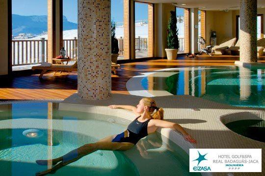 Disfruta de un alto en el camino antes de vacaciones en el Hotel Real Golf & Spa Badaguás Jaca ¡Un plan de lujo con spa y cava!