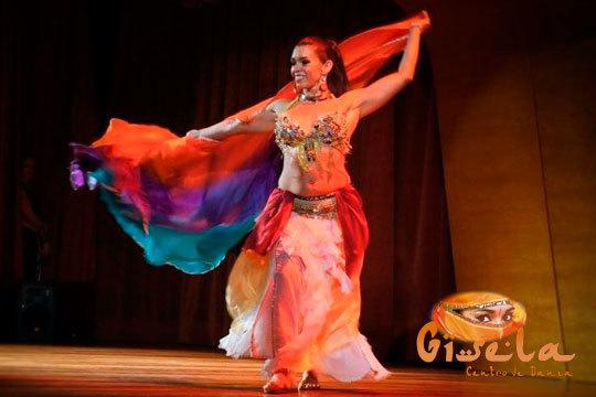 4 clases de baile durante un mes a elegir entre diferentes disciplinas: danza del vientre, Zumba y Bollywood ¡Muévete!