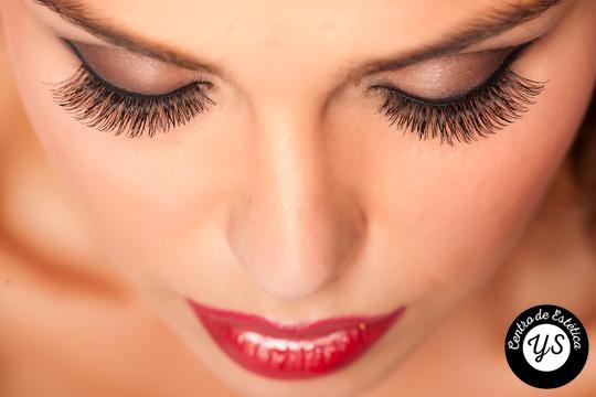 Tendrás una mirada irresistible con la permanente y tinte de pestañas + diseño de cejas que te realizarán en el Centro de Estética  Yunia Sauquet