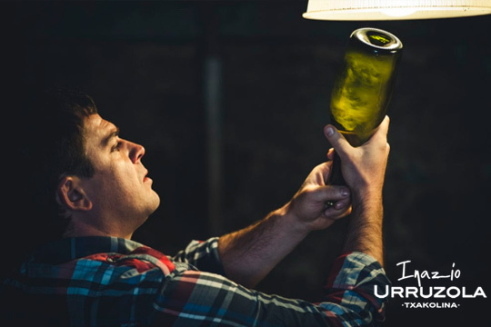 ¡Visita Inazio Urruzola! Cata de txakoli + pintxos + menú sidrería