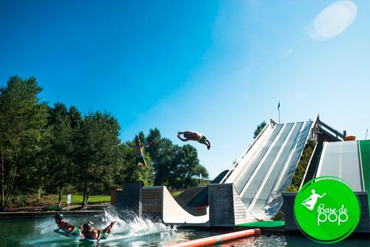 Entrada a Base de Pop ¡Disponen de Water Jump y Water Zone, playa, chiringuito y parking gratuito!