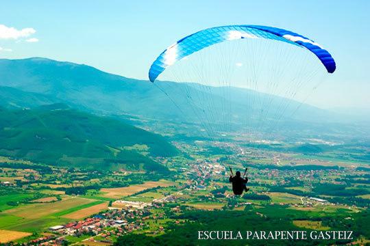 Vive una experiencia inolvidable sobrevolando el cielo en un parapente o trike biplaza ¡Un recuerdo para siempre!