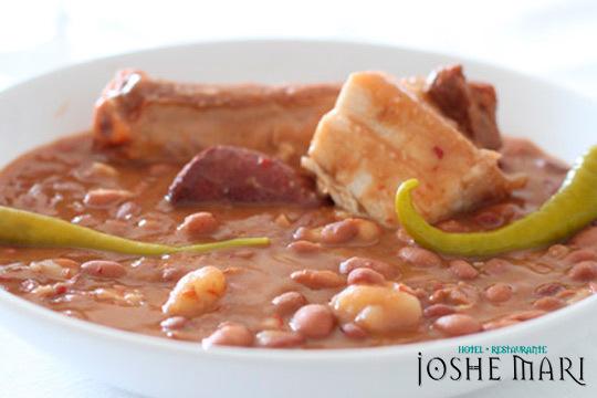 Disfruta de las mejores alubias caseras en el Restaurante Joshe Mari ¡Incluye ensalada, postre y bebida!