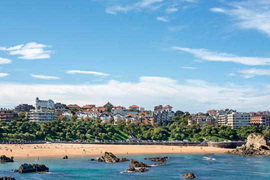 ¡Fin de semana en Santander capital! Elige entre 1 o 2 noches con desayunos en el Hotel Alisas