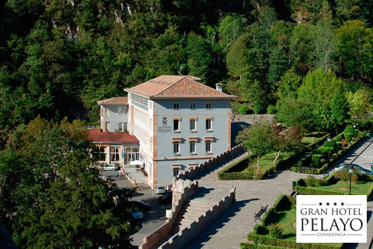 Escapada romántica en habitación de lujo en el Gran Hotel Pelayo con desayuno, entrada al museo de Covadonga y detalle de bienevnida