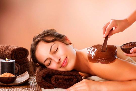 Cuida tu piel con una sesión de cafeterapia o chocolaterapia en la clínica estética Avelina del Pozo ¡Incluye peeling corporal y masaje relajante!